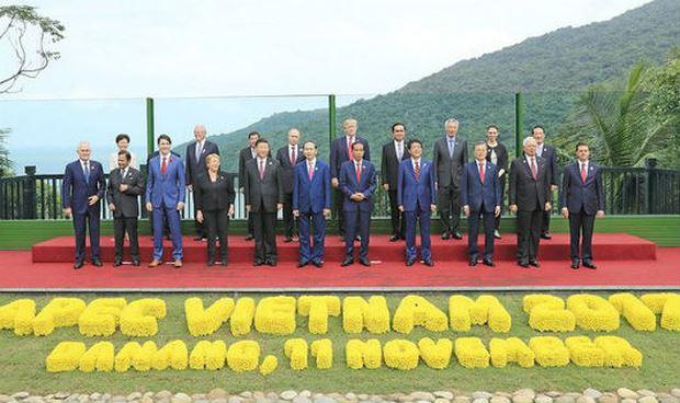 Các nhà Lãnh đạo kinh tế APEC chụp ảnh kỷ niệm chung.