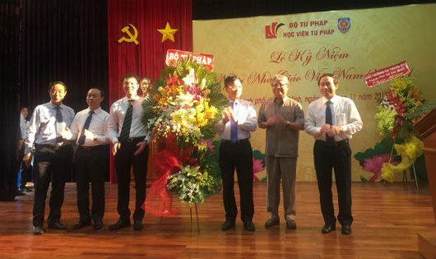 Bộ trưởng Lê Thành Long, nguyên Bộ trưởng Hà Hùng Cường chúc mừng Học viện Tư pháp