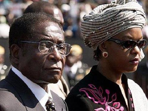 Tổng thống Robert Mugabe và Đệ nhất phu nhân Grace Mugabe. (Ảnh: Reuters)