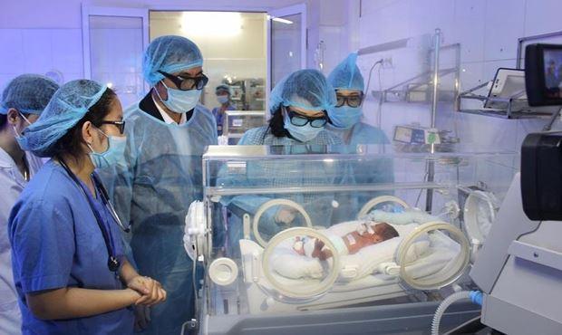 Bệnh nhi sơ sinh được chăm sóc đặc biệt tại Bệnh viện Bạch Mai (Ảnh do Bệnh viện cung cấp)