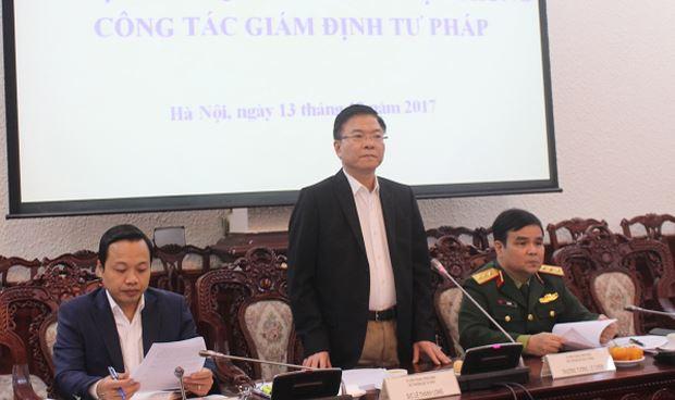 Bộ trưởng Lê Thành Long phát biểu tại cuộc họp.