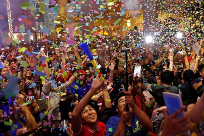 Người dânPhilippines ăn mừng năm mới tại trung tâm mua sắm Eastwood ở thủ đô Manila.