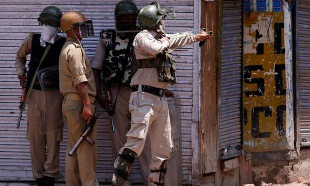 Bất chấp thỏa thuận ngừng bắn năm 2003, đụng độ giữa binh sĩ Ấn Độ và Pakistan ở khu vực Đường Ranh giới kiểm soát (LoC) vẫn tiếp diễn. Ảnh: Reuters
