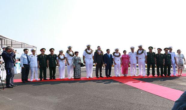 Lễ đón chính thức hạm đội tàu và thủy thủ đoàn Hải quân Hoa Kỳ tại cảng Tiên Sa