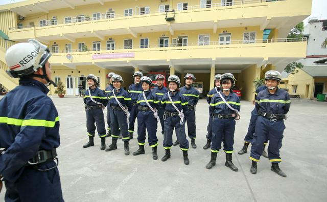 Trước đó Đại úy Nguyễn Thị Ngọc Lan công tác tại bộ phận y tế của Cục Cảnh sát bảo vệ. Đến năm 2014, chị chuyển sang Phòng Cứu nạn cứu hộ - Cảnh sát PCCC Hà Nội.