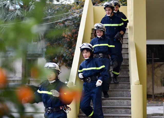 Cả đội luôn trong tinh thần sẵn sàng chiến đấu. Khi có có báo động, chỉ ít phút toàn đội đã sẵn sàng lên đường làm nhiệm vụ.