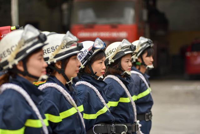 Để đáp ứng công việc chuyên môn, chị Lan vừa tham gia công tác nghiệp vụ hàng ngày tại đơn vị, vừa học thêm văn bằng 2 về nghiệp vụ của Cảnh sát PCCC.
