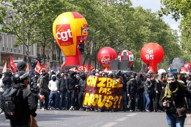Những người này được kêu gọi xuống đường nhằm phản đối một loạt các cải cách gần đây của chính quyền Pháp như cải cách ngành đường sắt, cải cách giáo dục đại học hay phản đối cách giải quyết của chính phủ Pháp trong vụ giải toả đất để xây dựng sân bay ở thành phố Nantes.