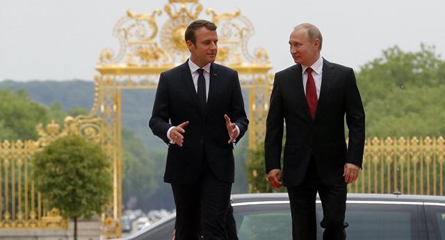 Tổng thống Pháp Emmanuel Macron vàTổng thống Nga Vladimir Putin.(Ảnh: Sputnik)