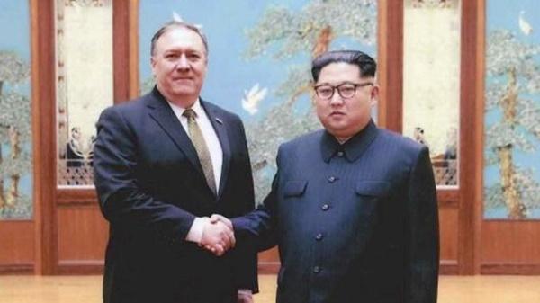 Ngoại trưởng Mike Pompeo và Nhà lãnh đạo Kim Jong-un trong cuộc gặp hồi tháng trước ở Bình Nhưỡng. (Ảnh: Reuters.)