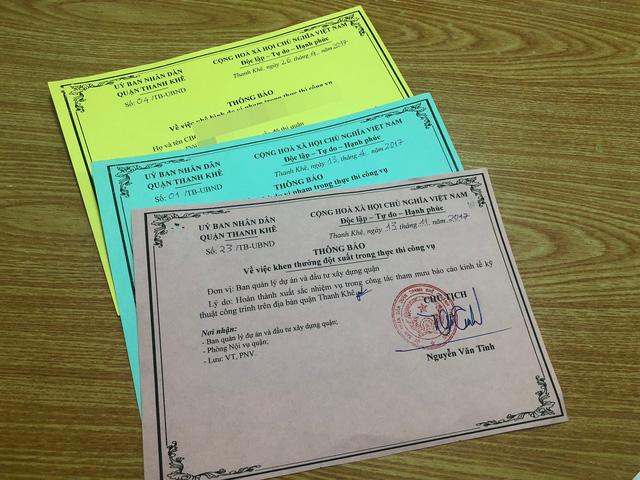 Lãnh đạo quận Thanh Khê thông báo nhắc nhở, phê bình cũng như khen thưởng CBCCVC-NLĐ ở các cấp cơ sở, đơn vị trực thuộc Quận bằng thẻ xanh, thẻ vàng, thẻ hồng