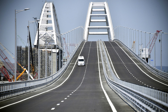Cây cầu có chiều dài 19km.