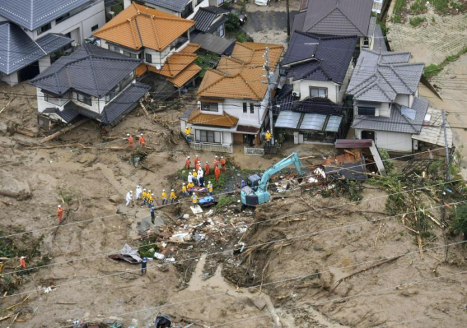 Nhà cửa bị đổ sập sau trận mưa lớnở Hiroshima.