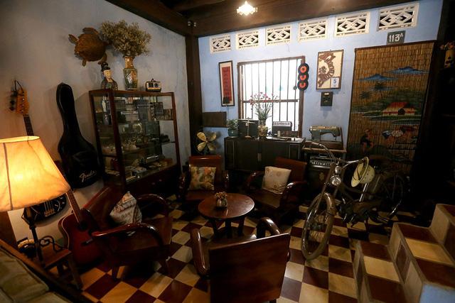 Toàn bộ vật dụng bên trong căn nhà đều được anh Bình sưu tầm từ nhiều năm.