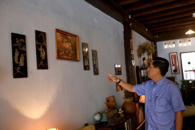 Anh Trần Vũ Bình (con trai ông Năm Lai) mất hơn 10 năm trời để đi tìm những kỷ vật của đội Biệt động thành.