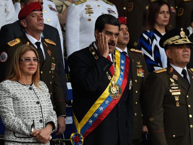 Tổng thống Venezuela Nicolas Maduro thoát âm mưu ám sát khi đang phát biểu. (Ảnh: Getty