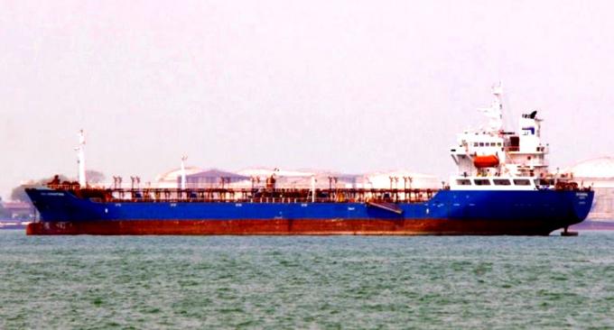 TàuBTS Christina bị phát hiện chở một lượng lớn xăng dầu nhập lậu bị cơ quan điều tra tạm giữ. Ảnh:P.N.