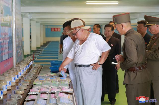 Truyền thông Hàn Quốc nhận định phong cách mới giúp hình ảnh của nhà lãnh đạo Triều Tiên trở nên thoải mái và gần gũi hơn.