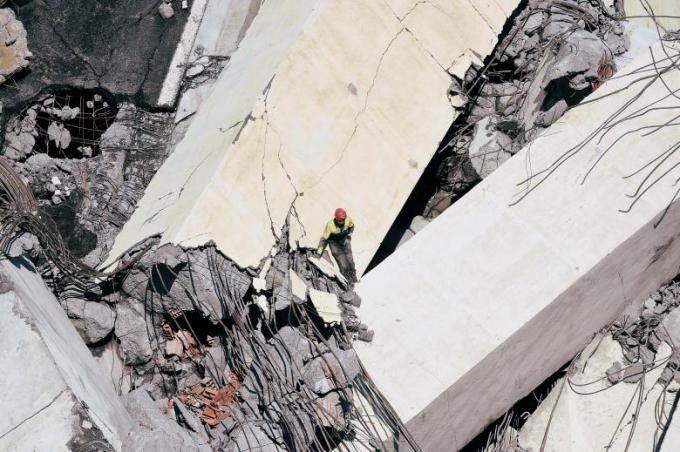 Hiện nguyên nhân xảy ra vụ sập cầu vẫn chưa được xác định. Một nguồn tin tiết lộ giới chức nghi ngờ một điểm yếu trong cấu trúc của công trình đã gây ra sự cố.