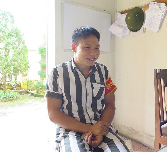 Phạm nhân Lành chia sẻ với phóng viên câu chuyện cuộc đời mình