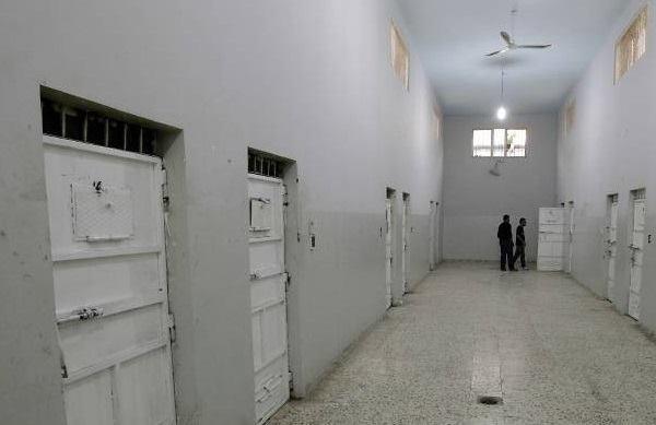 Bên trong nhà tùAin Zara. (Ảnh: AFP)
