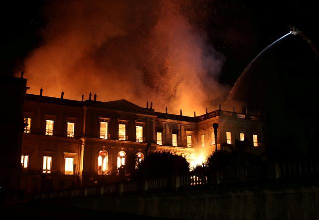 Hiện trường xảy ra vụ cháy kinh hoàng.