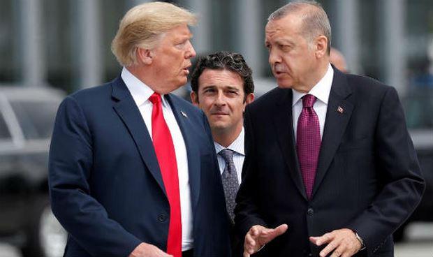 Tổng thống Mỹ Donald Trump (trái) và đồng nhiệm Thổ Nhĩ Kỳ Recep Tayyip Erdogan, tại thượng đỉnh Nato, Bruxelles ngày 11/07/2018
