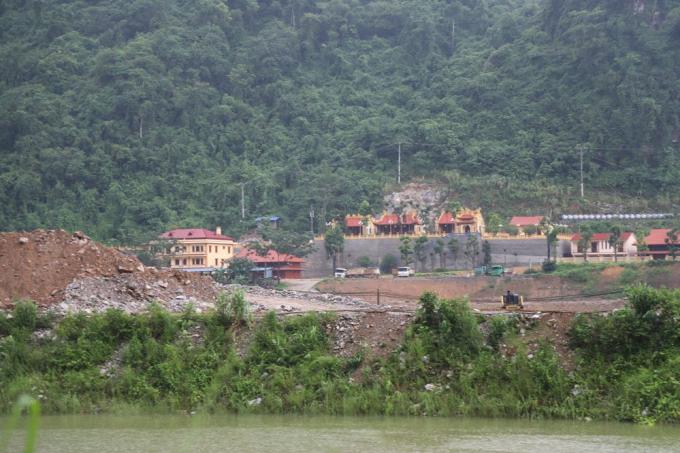 Quần thể đình, chùa và nhà điều hành của công ty Thăng Long