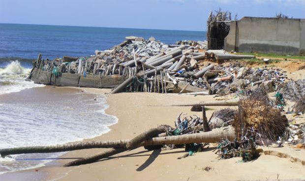 """Một trong hàng chục căn nhà bị biển xâm thực """"nuốt trôi"""" tại thôn Tiến Hưng, xã Tiến Thành, TP Phan Thiết"""