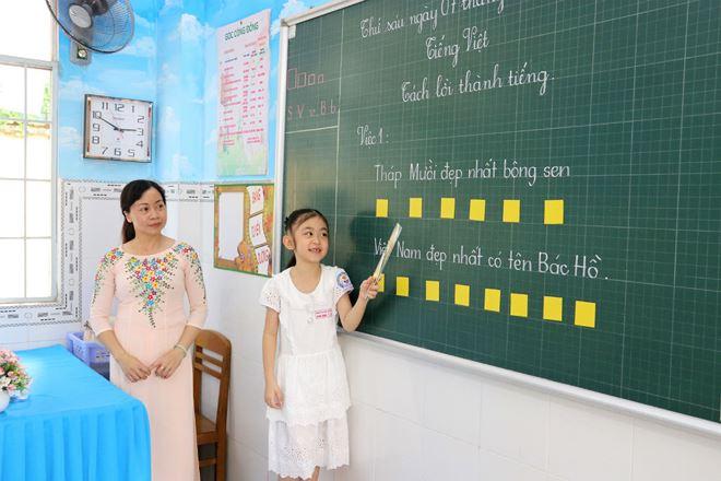 """Học sinh lớp Một đọc theo kiểu """"ô vuông, hình tròn"""" sẽ nhớ lâu hơn"""