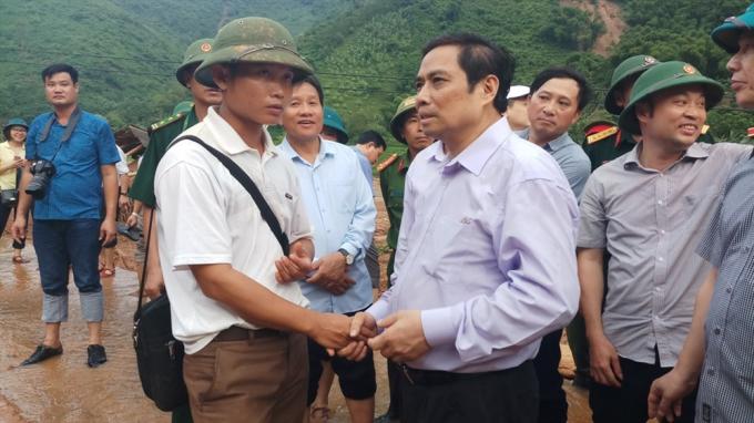 Đoàn thị sát tại bản Poọng, xã Tam Chung, huyện Mường Lát.