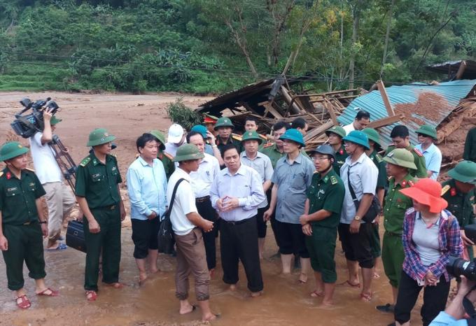 Tại buổi thị sát, đồng chí Phạm Minh Chính yêu cầu huyện Mường Lát, tỉnh Thanh Hóa khẩn trương hỗ trợ, khắc phục nhân dân vùng lũ