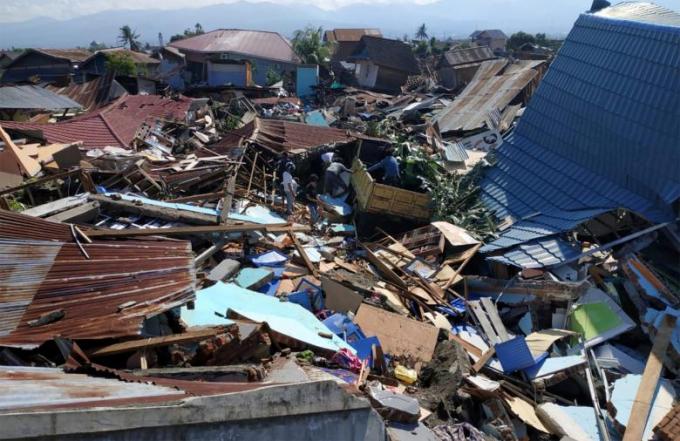 Ngày 28/9, trận động đất mạnh 7,5 độ Richter tấn công đảo Sulawesi của Indonesia kéo theo nhiều dư chấn mạnh và sóng thần cao tới 6m.