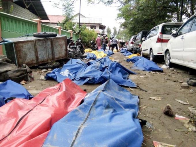 Tính tới thời điểm hiện tại, số người thiệt mạng trong vụ động đất, sóng thần tại Indonesia đã lên tới 1.200 người.