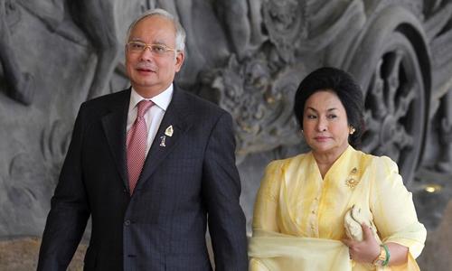 Vợ chồngcựu Thủ tướng Najib Razak. (Ảnh: Reuters)