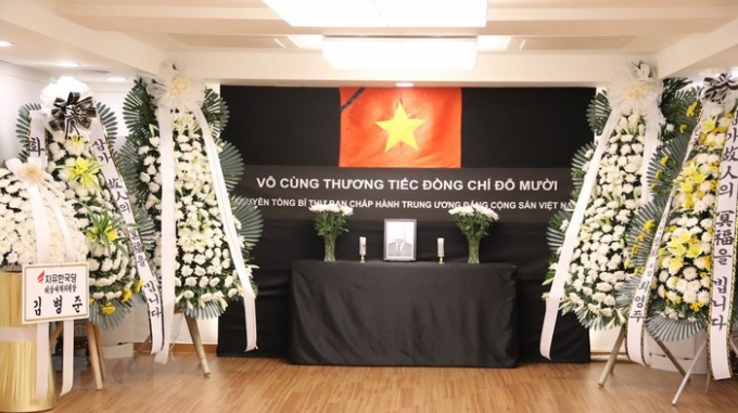 Đại sứ quán Việt Nam tại Hàn Quốc tổ chức viếng và mở sổ tang nguyên Tổng Bí thư Đỗ Mười. (Ảnh: Hữu Tuyên/TTXVN)