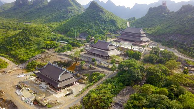 Chùa Tam Chúc có tổng diện tích gần 5.000 ha, là một trong vài quần thể chùa lớn nhất ở Việt Nam.