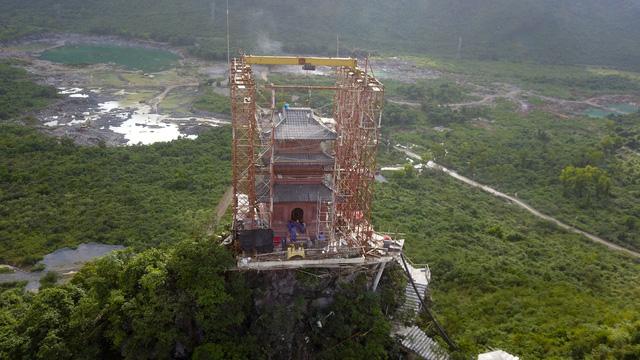 Tham gia thi công công trình chùa đặc biệt này có những người thợ có nhiều thợ đến từ Ấn Độ.