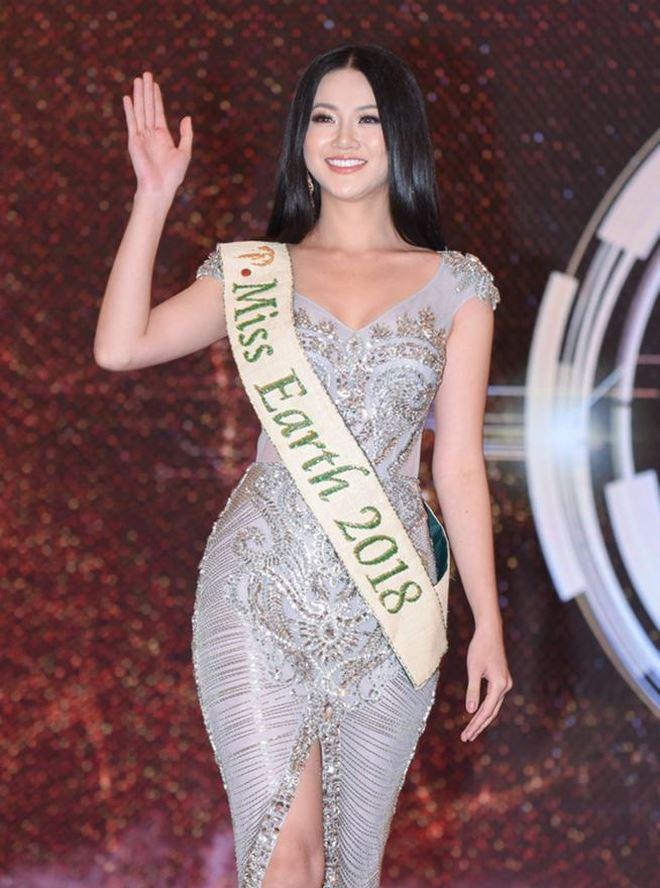 Hoa hậu Phương Khánh đã có buổi gặp gỡ báo chí đầu tiên khi về Việt Nam sau đăng quang.