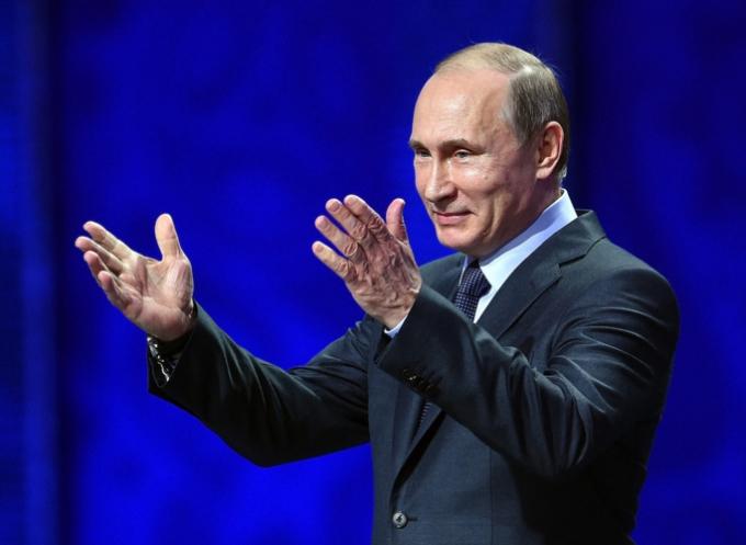 Tổng thống Putin thường cố gắng để bảo vệ những người con của mình tránh xa truyền thông và chính trị. Vì thế, họ có thể sống một cuộc đời bình thường như bao người khác.