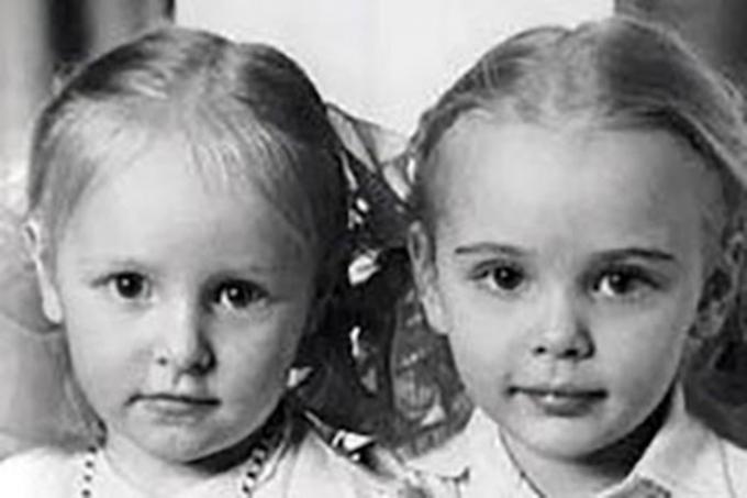 Tên hai người con gái của ông Putin là Maria và Katerina. Maria sinh năm 1985 ở Leningrad. Katerina sinh ra ở Đức năm 1986 khi gia đình ông Putin chuyển tới sống ở đây trong thời gian ông làm việc tại Ủy ban An ninh Quốc gia của Liên Xô (KGB).