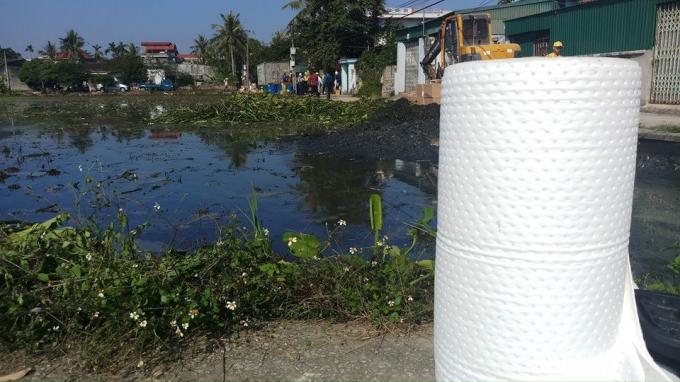 Huy động trăm người khắc phục sự cố tràn dầu tại Thanh Hóa