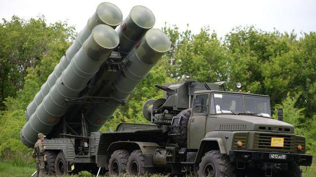 Hệ thống phòng thủ tên lửa S-300 (Ảnh: RT)