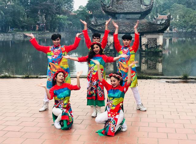 Bạn gái Quang Hải - ca sĩ Nhật Lê là người hát chính trong bộ phim hài Tết do nhạc sĩ Trịnh Xuân Hảo làm giám đốc sản xuất
