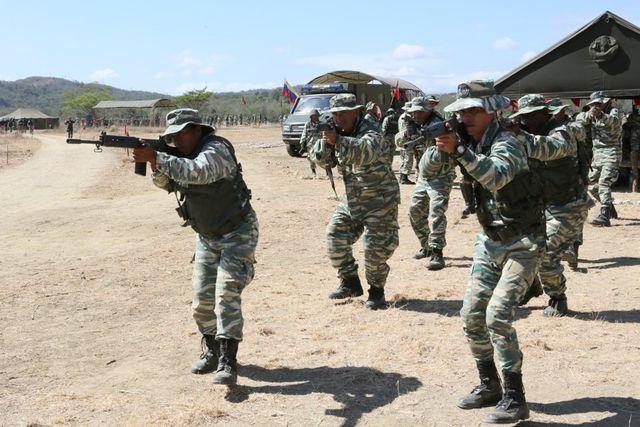 Ông Maduro khẳng định Caracas huấn luyện quân đội để bảo vệ quê hương thiêng liêng và đảm bảo rằng Mỹ phải trả giá rất đắt nếu xâm lược.