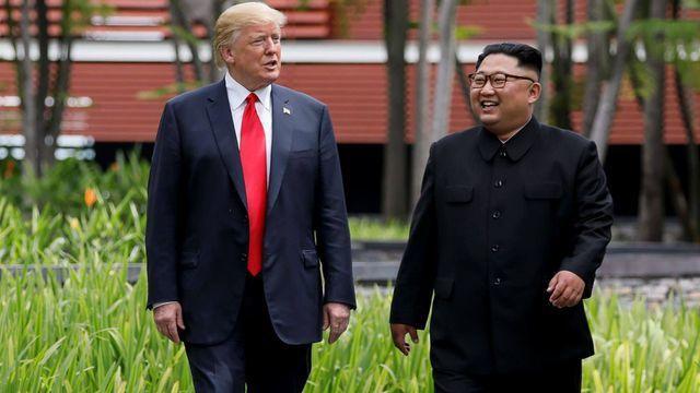 Tổng thống Mỹ Donald Trump và Chủ tịch Triều Tiên Kim Jong-un họp thượng đỉnh lần đầu tại Singapore. (Ảnh: Reuters)