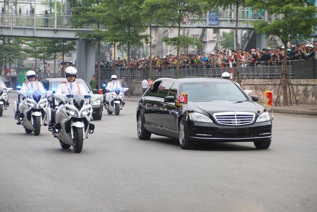 Vào lúc này, đoàn xe hộ tống Chủ tịch Triều Tiên Kim Jong-un đã lên cầu Chương Dương, hướng lên Lạng Sơn để tới Ga Đồng Đăng.