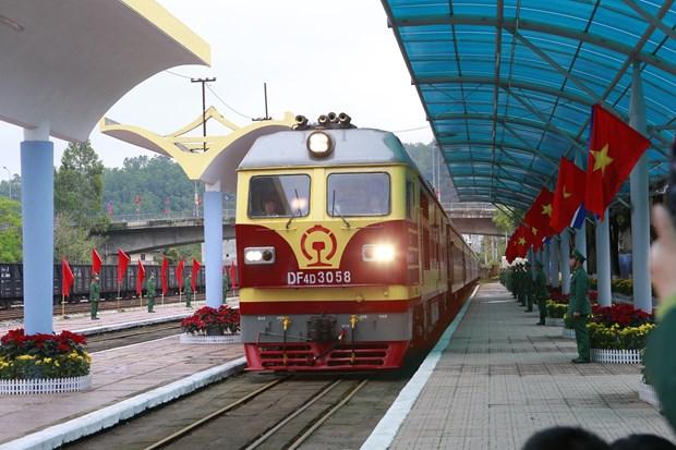 Đoàn tàu hỏa đặc biệt vào ga Đồng Đăng lúc 10 giờ 10 phút. Ảnh: Doãn Tấn - TTXVN