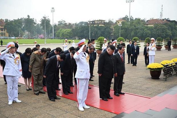 Chủ tịch Kim Jong- un lên tàu bọc thép rời Việt Nam về nước