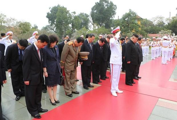 Trong chương trình thăm hữu nghị chính thức Việt Nam, sáng 2/3/2019,Chủ tịch Triều Tiên Kim Jong-uncùng các thành viên Đoàn đại biểu cấp cao Triều Tiên đến đặt vòng hoa tại Đài tưởng niệm các Anh hùng liệt sĩ trên đường Bắc Sơn, Quận Ba Đình (Hà Nội). Ảnh: Thành Đạt - TTXVN